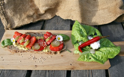 3 ways to use Chia seeds on sandwiches and salads